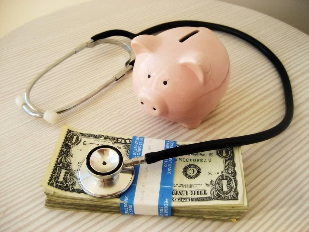 càng già phí bảo hiểm càng đắt